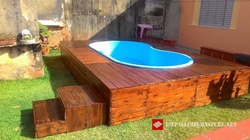 plate forme pour la piscine avec des palettesmeuble en palette meuble en palette. Black Bedroom Furniture Sets. Home Design Ideas