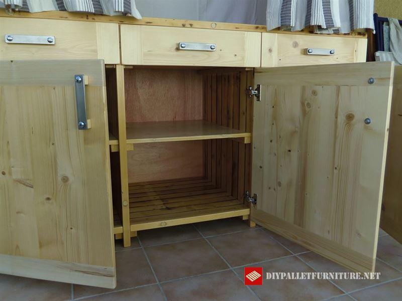 armoire bois r cup r meuble en palette meuble en palette. Black Bedroom Furniture Sets. Home Design Ideas