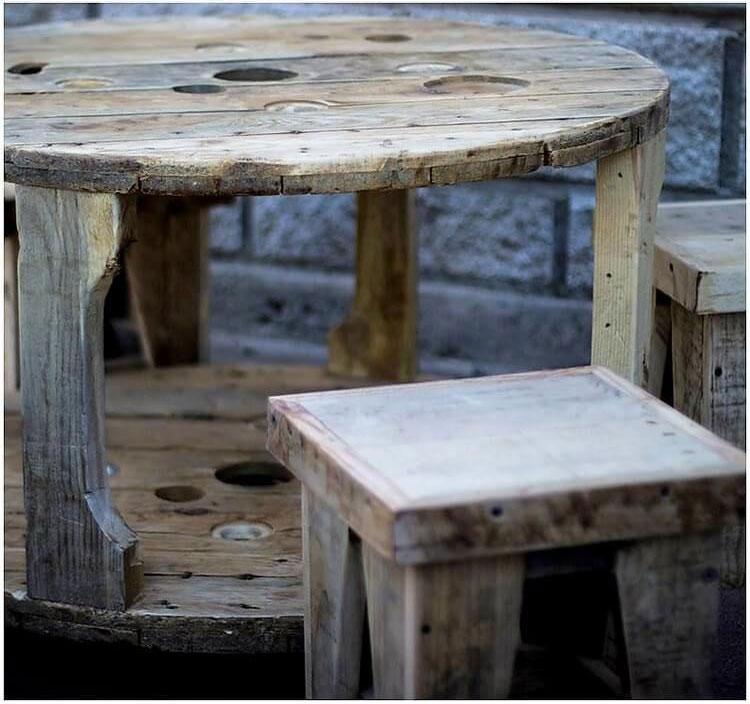 table basse circulaire avec tabouretsmeuble en palette