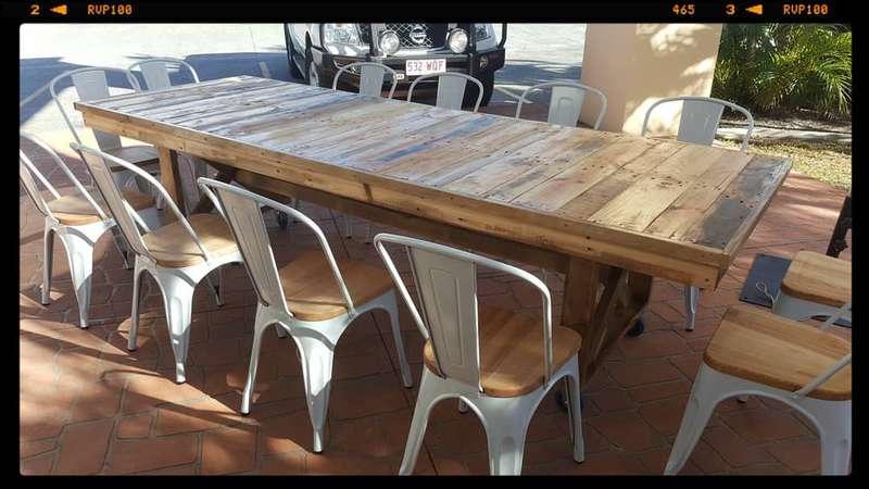 grande table d ext rieurmeuble en palette meuble en palette. Black Bedroom Furniture Sets. Home Design Ideas