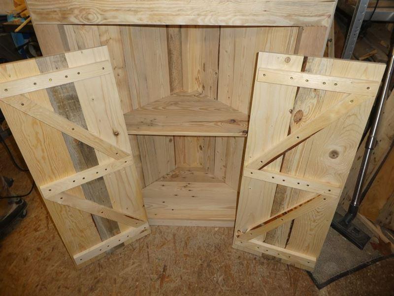 armoire d angle avec palettesmeuble en palette meuble en palette. Black Bedroom Furniture Sets. Home Design Ideas